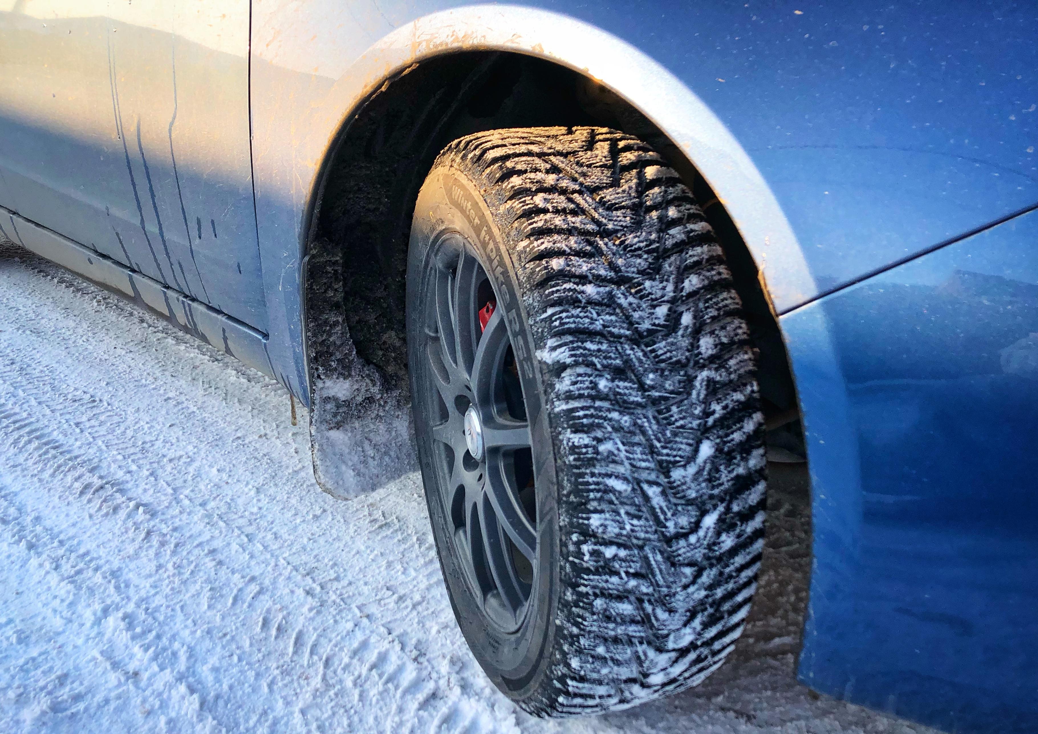 «Советы блондинке»: как адаптировать стиль вождения к зимним условиям.